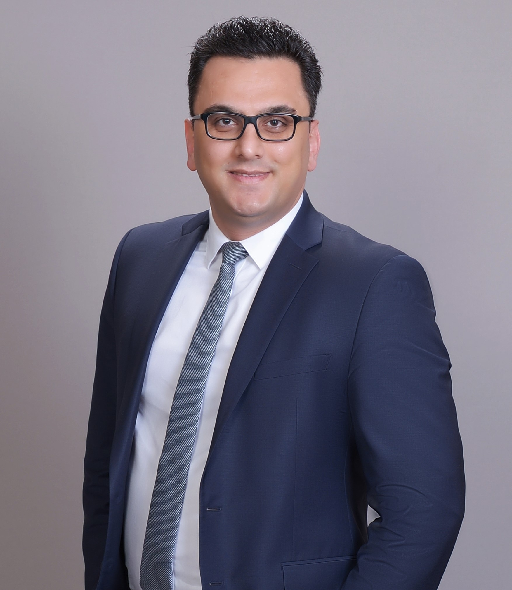 HADI AHMADI AVAL Financial Advisor