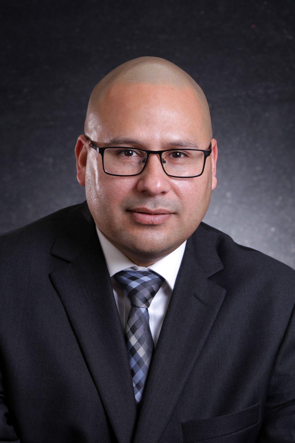 ROBERTO HERNANDEZ Financial Professional & Insurance Agent